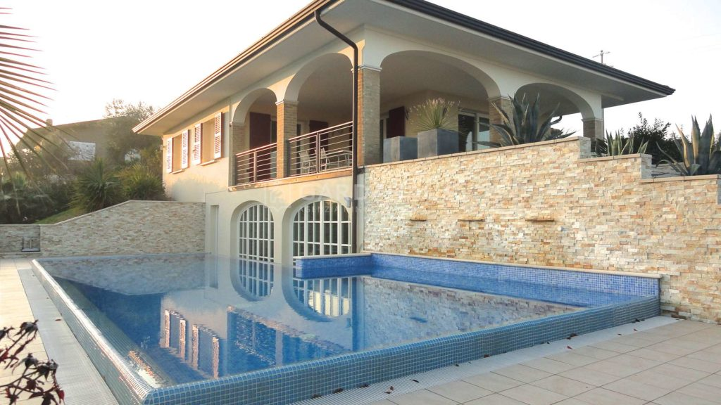 Villa with lake view and pool