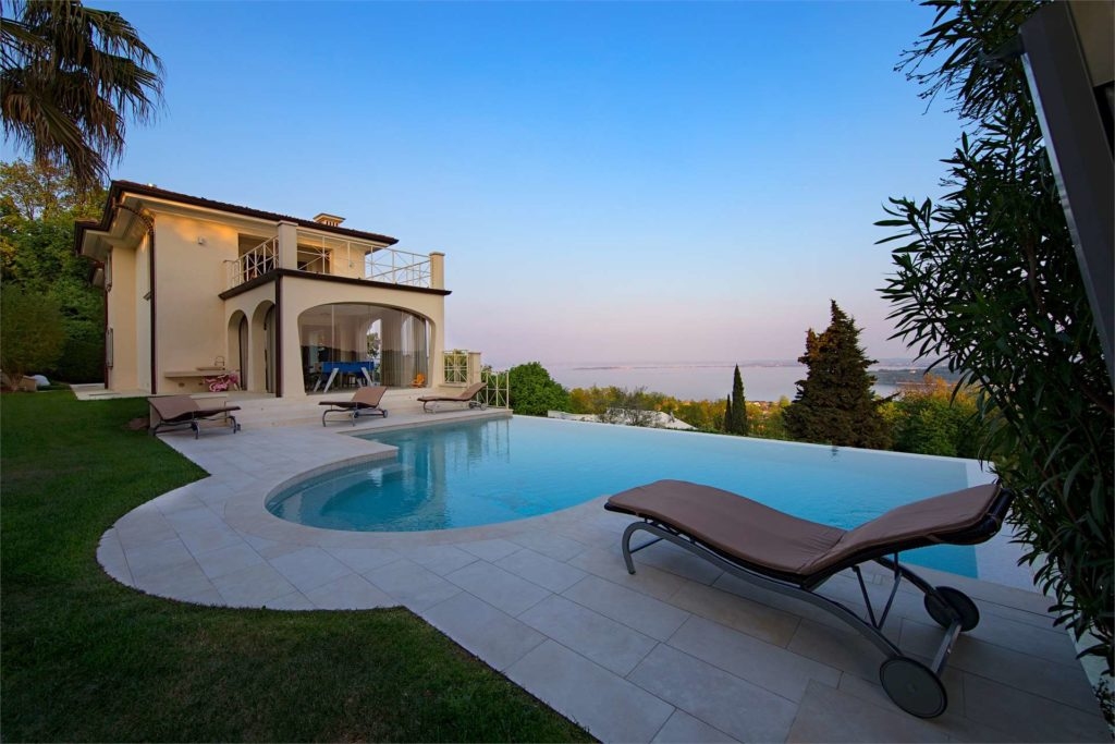 Luxury villa with lake view and SPA