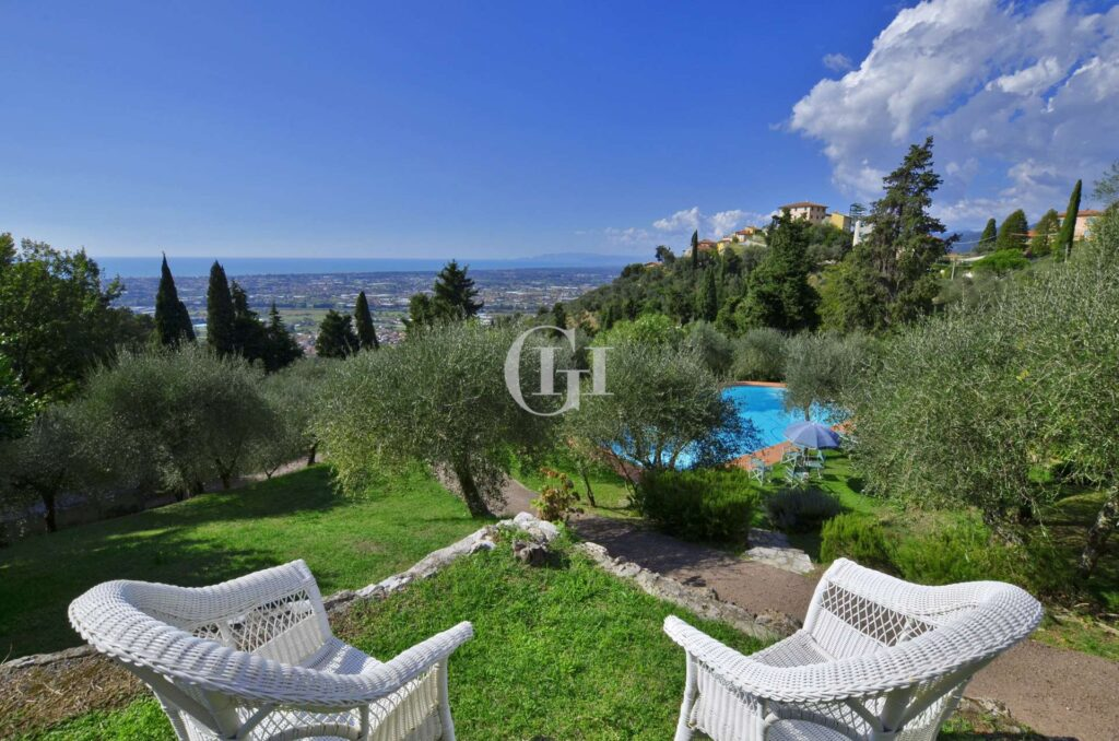 Charming old olive mill with sea view.